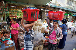 Carrying Items On Head, Gyee Zai Market