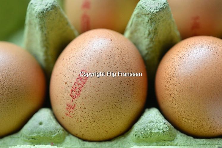 Nederland, Ubbergen, 2-8-2017Biologische eieren in een doosje uit de winkel. Eicode, code.FOTO: FLIP FRANSSEN