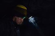 Un joven trabaja dentro de un socavón buscando oro en la mina Rinconada, trabaja por períodos de 4 horas al día, más de 4 horas diarias son altamente riesgosas debido a la falta de oxígeno y gases tóxicos a los que están expuestos los mineros.<br /> <br /> A young man works inside a tunnel looking for gold in the Rinconada mine, he works for periods of 4 hours a day, more than 4 hours daily are highly risky due to the lack of oxygen and poisonous gases to which the miners are exposed.