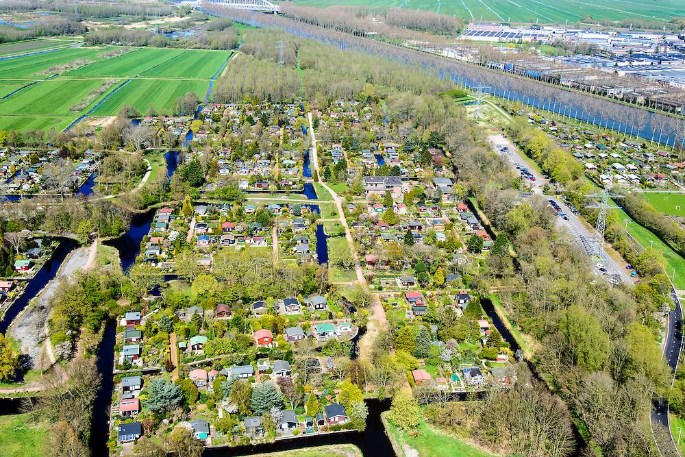 Nederland, Noord-Holland, Gemeente Amsterdam, 20-04-2015; Driemond, volkstuinen van Tuinpark Linnaeus. Gehele rechts, langs het Amsterdam-Rijnkanaal,  Tuinvereniging Frankendael . <br /> Allotments of Linnaeus Garden Park.<br /> <br /> luchtfoto (toeslag op standard tarieven);<br /> aerial photo (additional fee required);<br /> copyright foto/photo Siebe Swart