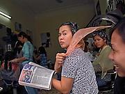 Vietnam, Hanoi: coiffeur.