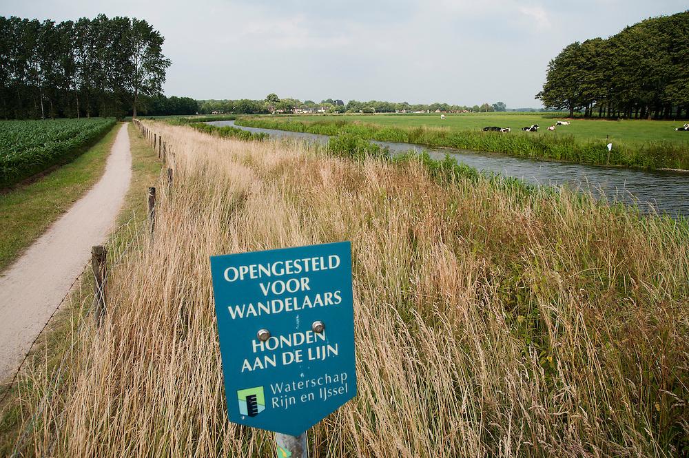 Nederland, Almen, 29 juni 2008.Almen en omgeving met riviertje de Berkel..Foto (c) Michiel Wijnbergh