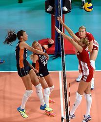 27-09-2015 NED: Volleyball European Championship Nederland - Polen, Apeldoorn<br /> Nederland verslaat Polen met 3-1 / Robin de Kruijf #5, Laura Dijkema #14
