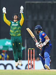 August 12, 2018 - Colombo, Sri Lanka - South African cricket captain Quinton de Kock celebrates after taking a catch to dismiss Sri Lankan cricketer Kusal Mendis during the 5th and final One Day International cricket match between Sri Lanka and South Africa  at R Premadasa International cricket ground, Colombo, Sri Lanka on Sunday 12 August 2018  (Credit Image: © Tharaka Basnayaka/NurPhoto via ZUMA Press)
