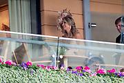 Koning Willem-Alexander en koningin Máxima hebben dinsdag in de koets met koningin Elizabeth en haar zoon prins Andrew deelgenomen aan de 'koninklijke optocht' op de racebaan van Ascot.<br /> <br /> King Willem-Alexander and Queen Máxima took part in the carriage with Queen Elizabeth and her son Prince Andrew on Tuesday in the 'royal parade' on the Ascot race track.<br /> <br /> Op de foto / On the photo: Koningin / Queen Maxima