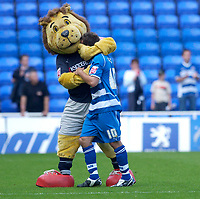 Photo: Daniel Hambury.<br /> Reading v Millwall. Coca Cola Championship.<br /> 20/08/2005.<br /> Reading's Stephen Hunt gets a hug from Kingsley the Lion at the end of the game.