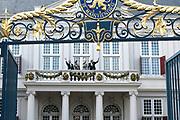 Op Prinsjesdag 2018 spreekt het staatshoofd in de Staten-Generaal van het Koninkrijk der Nederlanden in verenigde vergadering bijeen de troonrede uit. Daarin geeft de regering aan wat het regeringsbeleid zal zijn voor het komende jaar. <br /> <br /> On State Opening of Parlement (Prinsjesdag) 2018, the head of state in the States-General of the Kingdom of the Netherlands meets in a joint meeting the speech of the throne. In it, the government indicates what the government policy will be for the coming year.<br /> <br /> op de foto / On the photo:  Koning Willem Alexander, koningin Maxima, prins Constantijn en prinses Laurentien /// King Willem Alexander, Queen Maxima, Prince Constantijn and Princess Laurentien
