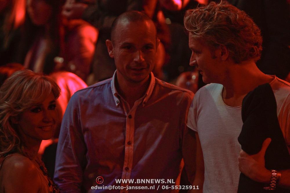 NLD/Hilversum/20120120 - Finale the Voice of Holland 2012, Wendy van Dijk, broer Chris van Dijk en partner Erland Galjaard