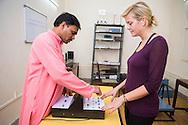 Instrument för att mäta effekten av Yoga. Kaivalyadhama, Lonavla, Maharashtra, Indien.