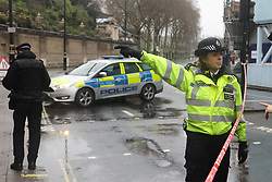 © Licensed to London News Pictures. 09/04/2018. London, UK. Police at a cordon after an abandoned van was found near Buckingham Palace after a man was seen being arrested near the scene. Photo credit: Peter Macdiarmid/LNP