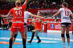06-12-2019 JAP: Norway - Netherlands, Kumamoto<br /> Last match groep A at 24th IHF Women's Handball World Championship. / The Dutch handball players won in an exciting game of fear gegner Norway and wrote in the last group match at the World Handball  World Championship history (30-28). / Lois Abbingh #8 of Netherlands