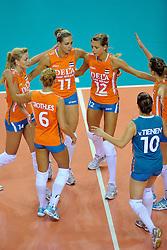 18-09-2011 VOLLEYBAL: DELA TROPHY NEDERLAND - TURKIJE: ALMERE<br /> Nederland wint met 3-0 van Turkije en wint hierdoor de DELA Trophy / (L-R) Laura Dijkema, Maret Grothues, Caroline Wensink, Captain Manon Flier, Libero Janneke van Tienen, Debby Stam-Pilon<br /> ©2011-FotoHoogendoorn.nl