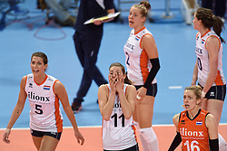 04-01-2016 TUR: European Olympic Qualification Tournament Nederland - Duitsland, Ankara <br /> De Nederlandse volleybalvrouwen hebben de eerste wedstrijd van het olympisch kwalificatietoernooi in Ankara niet kunnen winnen. Duitsland was met 3-2 te sterk (28-26, 22-25, 22-25, 25-20, 11-15) / Robin de Kruijf #5, Anne Buijs #11, Debby Stam-Pilon #16, Femke Stoltenborg #2