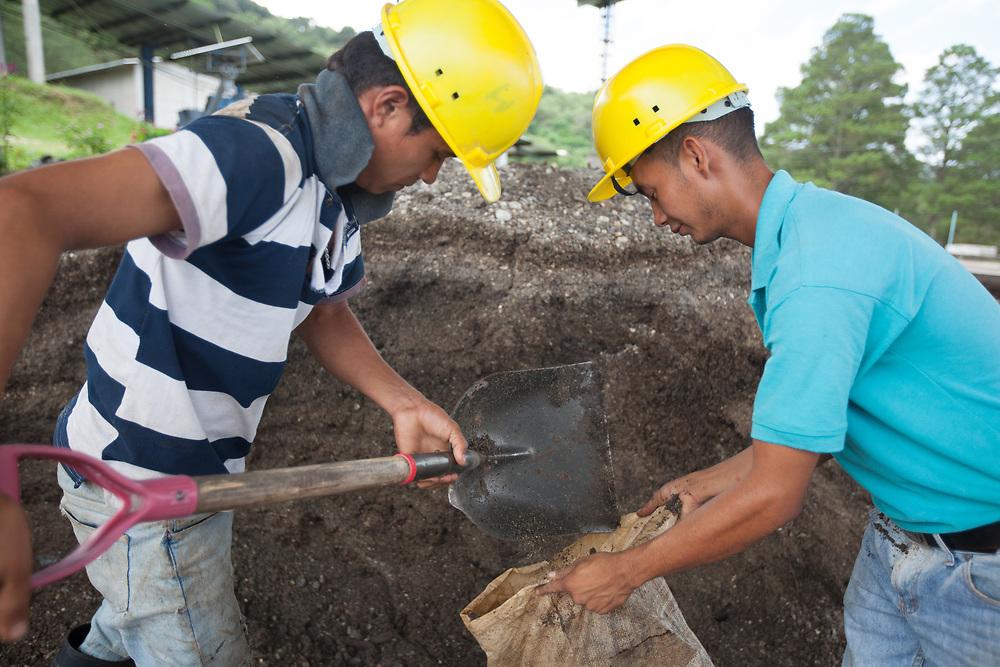 Milton Antonio Enriquez and Jorge Fuentes, working on organic fertilizers at Flor del Pino. The production of organic fertilizers was supported by Fairtrade Finland.