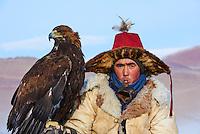Mongolie, province de Bayan-Olgii, chasseurs à l'aigle Kazakh, chasse àl'aigle en hiver dans les monts Altai // Mongolia, Bayan-Olgii province, Kazakh eagle hunter, Eagle hunting in winter in Altai mountains