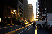 21 NOV 2003, NEW YORK/USA:<br /> Strassenverkehr mit langen Schatten in der Morgensonne, Manhatten, New York<br /> IMAGE: 20031121-02-005