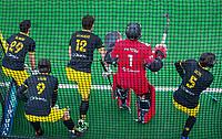 BLOEMENDAAL  - Verdediging Den Bosch met Tijmen Reijenga (Den Bosch) , Sebastian Dockier (Den Bosch) , Arjen Lodewijks (Den Bosch)  ,  keeper Loic van Doren (Den Bosch), Austin Smith (Den Bosch)  bij een strafcorner,   tijdens de oefenwedstrijd Bloemendaal-Den Bosch (m) .  COPYRIGHT KOEN SUYK