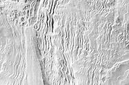 Schneeverwehungen auf einer Bodenfläche aus der Vogelperspektive nach einem heftigen Wintersturm, Savognin, Parc Ela, Graubünden, Schweiz<br /> <br /> Snow drifts on a slope from a bird's eye view after a violent winter storm, Savognin, Parc Ela, Graubünden, Switzerland