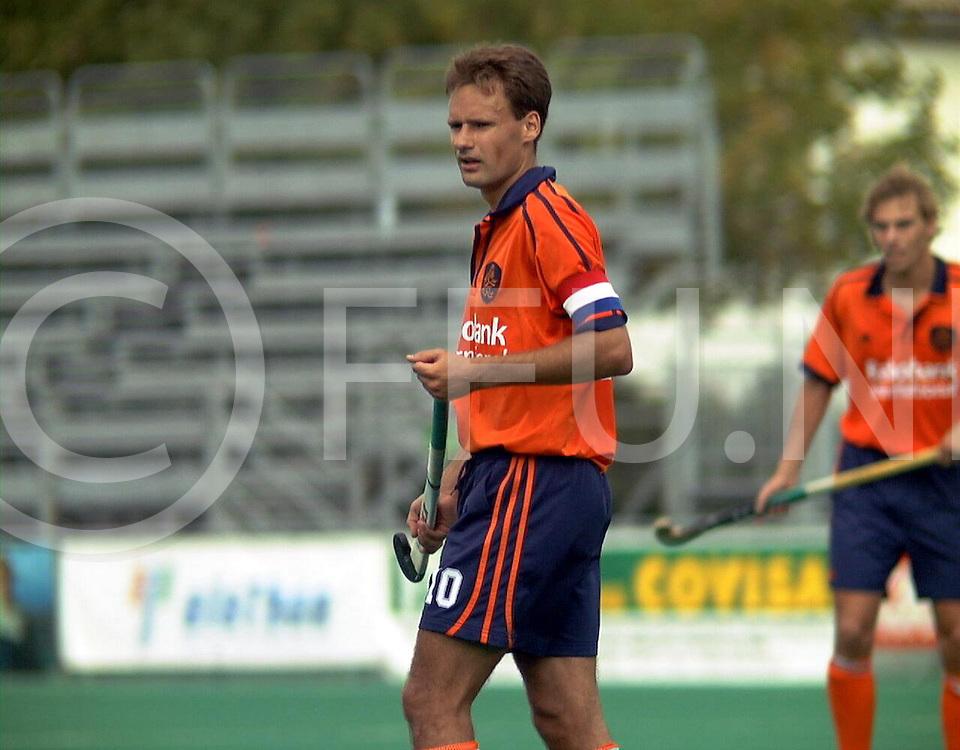 fotografie frank uijlenbroek@1999/frank uijlenbroek<br />9900906 Padova sport Italie<br />ek heren hockey <br />de trainingspartij(woorden van de franse coach) van Nederland tegen frankrijk werd 4-0<br />op foto: stephan veen