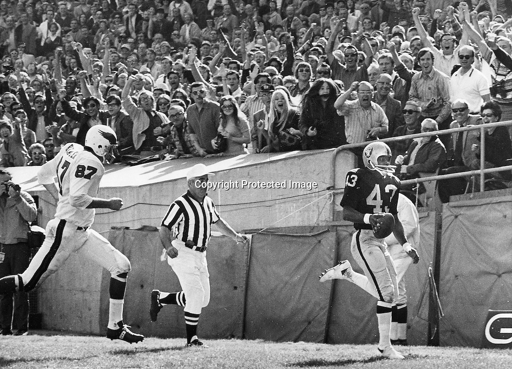Oakland Raider George Atkinson runs into the end zone for Raider Touch Down after recovering fumble. against the Cardinals. (Oct 18,1971 photo by Ron Riesterer)