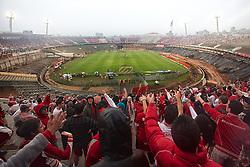 Torcedores do Sport Clube Internacional durante a partida entre Inter e Fluminense, válida pela 23 rodada do Campeonato Brasileiro 2012. FOTO: Jefferson Bernardes/Preview.com