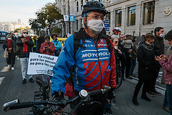 November 17, 2018 - Barcelona, Spain - Demonstration against the bad fumes of cars, as everywhere in the world Madrid, Spain also protest, groups like Greenpeace or ecologists in action, in this massive demonstration (Credit Image: © Panoramic via ZUMA Press)