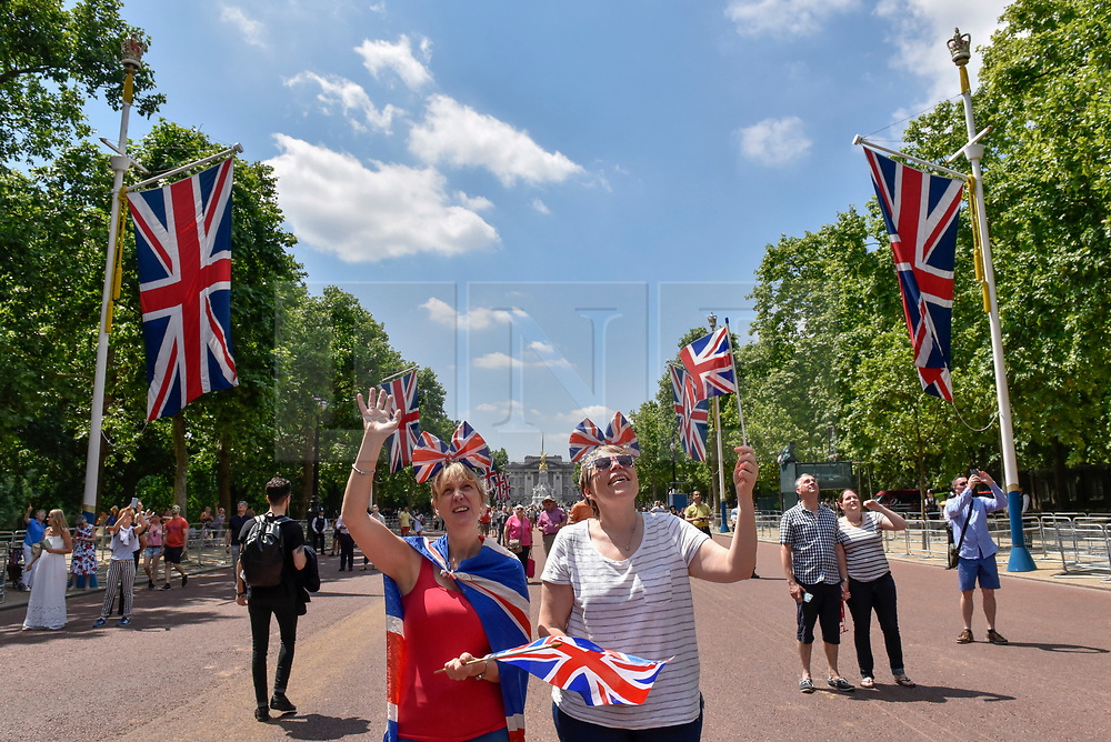 © Licensed to London News Pictures. 17/06/2017. London, UK. Large crowds gather in The Mall awaiting the annual aerial fly past which takes place after the Trooping of the Colour. Photo credit : Stephen Chung/LNP