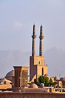 Iran, province de Yazd, Yazd, vue générale de la ville, mosquée du vendredi et badgirs, tours du vent // Iran, Yazd province, Yazd, Friday mosque, general view, badgirs or wind towers
