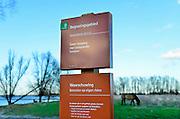 Nederland, Nijmegen, 21-2-2014Konikpaarden grazen in de Ooijpolder, Millingerwaard. Een bordt van staatsbosbeheer waarschuwt de dieren met rust te laten en afstand te houden. Ook mogen honden hier niet loslopen.De Konik leeft in kuddeverband. De wilde paarden zijn uitgezet in natuurgebieden door heel Nederland en doen het goed. Soms worden ze uitgezet in Oost-europa.Foto: Flip Franssen/Hollandse Hoogte