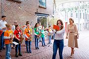 ROERMOND, 11-5-2021<br /> <br /> Koningin Maxima  in Roermond voor de viering van nieuwe en bestaande afspraken voor structureel muziekonderwijs op basisscholen in Limburg en Brabant  bijgewoond. Naar aanleiding van de campagne '50dagenmuziek' van Meer Muziek in de Klas presenteerden de provincies nieuwe initiatieven en muziekakkoorden om meer muziekonderwijs in het lesprogramma van de basisschool op te nemen. <br /> Brunopress/POOL/Robin van Lonkhuijsen<br /> <br /> Queen Maxima attended Roermond for the celebration of new and existing agreements for structural music education at primary schools in Limburg and Brabant. In response to the Meer Muziek in de Klas '50 Days of Music' campaign, the provinces presented new initiatives and music agreements to include more music education in the primary school curriculum.