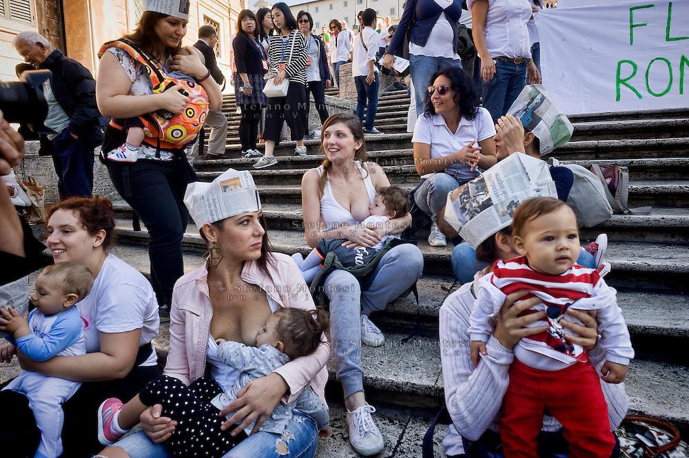 Rome 3 Ottobre 2015<br /> Settimana mondiale per l'allattamento, le mamme di Roma si riunirscono sulla scalinata di Trinità dei Monti, per aderire all'iniziativa del Movimento Allattamento Materno Italiano, con l'obiettivo di promuovere i benefici dell'allattamento al seno.<br /> Rome October 3, 2015<br /> World Week for breastfeeding, mothers of Rome riunirscono on the stairway of Trinita dei Monti, to join the initiative of the Italian Breastfeeding Movement, with the objective to promote the benefits of breastfeeding. ROME, ITALY - OCTOBER 3: Mom breast feeding children, the Trinita dei Monti, during the World Week for the breastfeeding, organized  by the Movement Lactation Maternal Italian with the aim of promoting the benefits of breastfeeding on October 3, 2015 in Rome, Italy.