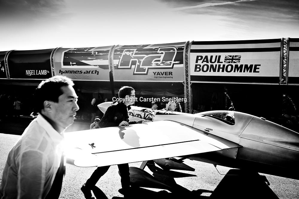 Yoshihide 'Yoshi' Muroya's crew start their final preparations before the race.