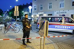 14.06.2017, Mariahilfer Straße - Mariahilfer Platz, Graz, AUT, Bombendrohung in Graz, im Bild ein Polizeieinsatz in Graz nachdem ein User in sozialen Medien eine Bombendrohung entdeckt und die Polizei verständigt hatte // Police forces are locking down the Mariahilf quarter in Graz, Austria after a bomb threat was discovered on internet on 2017/06/14, EXPA Pictures © 2017, PhotoCredit: EXPA/ Erwin Scheriau