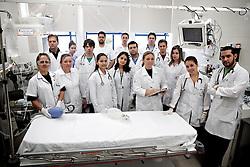 Equipe do pronto socorro do Dr. Cristiano Giovenardi que trabalharam como voluntários na tragédia de Santa Maria onde morreram mais de 230 pessoas no incêndio da Boate Kiss. FOTO: Jefferson Bernardes/Preview.com