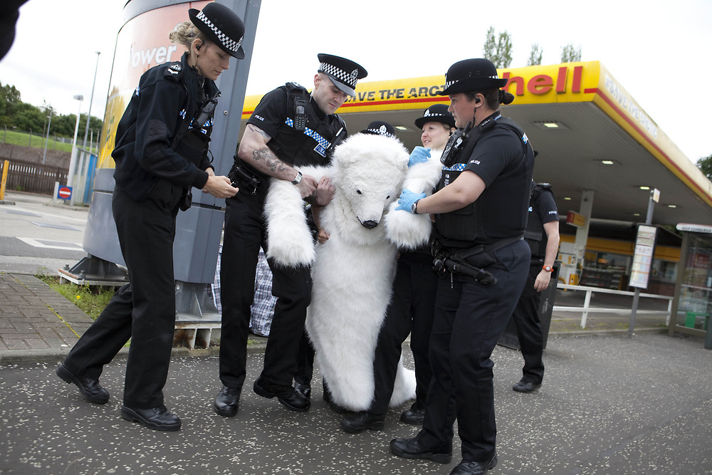 16/7/12 Edinburgh Greenpeace activists occupy Shell petrol station in Edinburgh in protest at the compnany drilling for oil in the Arctic