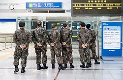 THEMENBILD - Die demilitarisierte Zone (DMZ) ist eine entmilitarisierte Zone. Sie teilt die Koreanische Halbinsel in Nord- und Südkorea und wurde nach dem drei Jahre dauernden Koreakrieg im Jahre 1953 eingerichtet. Die DMZ ist 248 Kilometer lang und ungefähr vier Kilometer breit. In ihrer Mitte verläuft die Militärische Demarkationslinie (MDL), die Grenze zwischen Nord- und Südkorea. Die DMZ wird von der aus Vertretern beider Seiten bestehenden Waffenstillstandskommission MAC (von engl. Military Armistice Commission) verwaltet. Das Betreten der DMZ ohne Genehmigung der Waffenstillstandskommission ist beiden Seiten grundsätzlich untersagt. Hier im Bild Süd Koreanische Soldaten in der Bahnhofshalle Dorasan Station. Aufgenommen am 28. Februar 2018 // The Korean Demilitarized Zone (DMZ) is a strip of land running across the Korean Peninsula. It is established by the provisions of the Korean Armistice Agreement to serve as a buffer zone between the Democratic People's Republic of Korea (North Korea) and the Republic of Korea (South Korea). The demilitarized zone (DMZ) is a border barrier that divides the Korean Peninsula roughly in half. It was created by agreement between North Korea, China and the United Nations in 1953. The DMZ is 250 kilometres (160 miles) long, and about 4 kilometres (2.5 miles) wide. In the Picture: Dorasan Station. DMZ on 28th February 2018. EXPA Pictures © 2018, PhotoCredit: EXPA/ Johann Groder