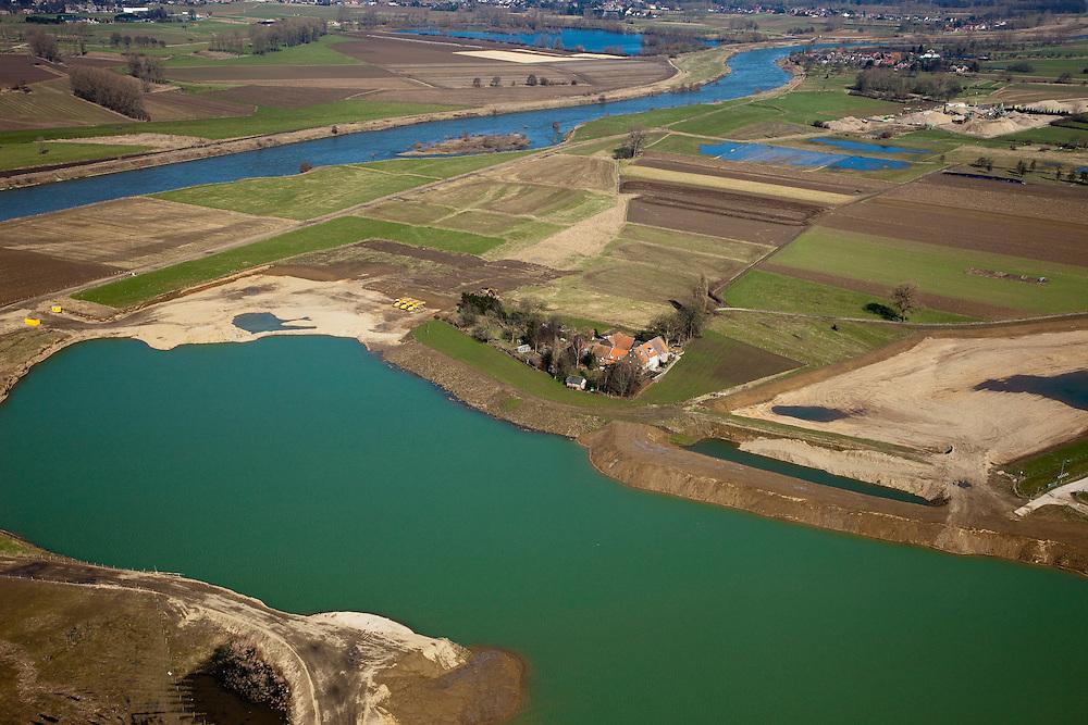 Nederland, Limburg, gemeente Stein, 07-03-2010; Meers, werkzaamheden in het kader van het project Grensmaas. Links in beeld de Maas met verbreedde stroomgeul, de gegraven plas onder in beeld gaat dienen als gronddepot. In de toekomst zal bij hoogwater de rivier (ook) langs de boerderij in de voorgrond en rechts van het dorpje aan de horizon stromen.  .Grensmaas project is een samenspel van rivierbeveiliging door stroomgeulverbreding en oeververlaging, natuurontwikkeling en ontgrinding..Meers, work under the project Meuse. Left the river with widened stream channel, the dug lake (foreground) will serve as the soil depot..Grensmaas (Border Meuse) project is a combination of security by stream channel widening and bank reduction, habitat developemnet and 'de-gravelisation').luchtfoto (toeslag), aerial photo (additional fee required).foto/photo Siebe Swart