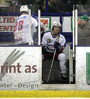 Ishockey<br /> UPC Ligaen Eliteserien<br /> Askerhallen 28.09.06<br /> Foto: Kasper Wikestad<br /> <br /> Frisk Asker Tigers - Stavanger Oilers<br /> Mange utvisninger . Her sitter Aleksander Bonsaksen og Kjell Richard Nygård . det førte til seiersmålet til Frisk