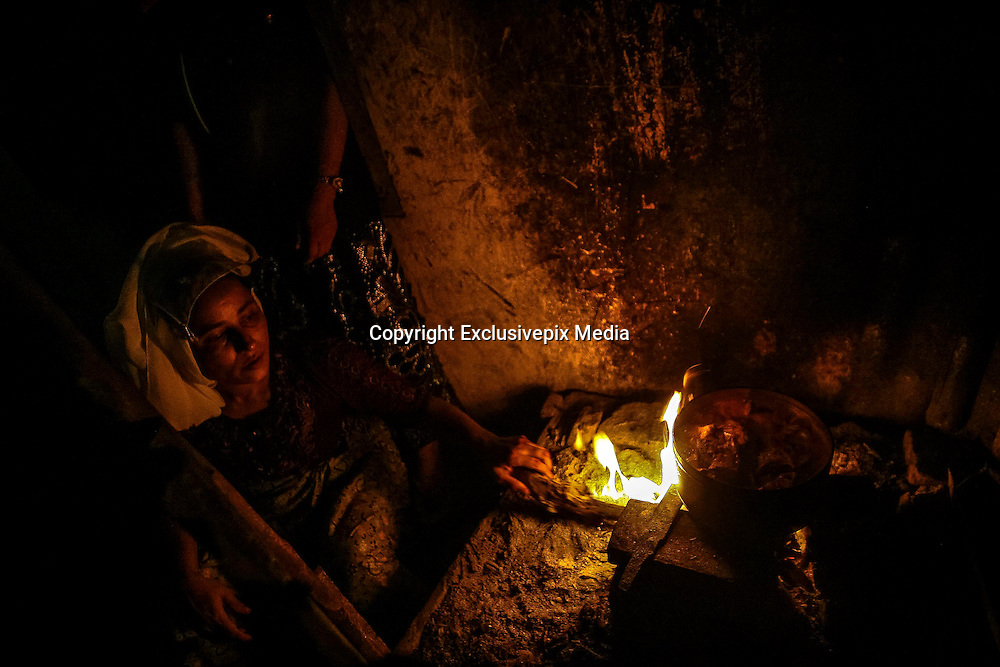 BAYEUN, ACEH, INDONESIA - JULY 11 : <br /> Woman of Rohingya migrant cooking at temporary shelter camp in Bayeun, East Aceh, Indonesia on July 11. 2015. The boatpeople in Aceh are among thousands of Rohingya and Bangladeshi migrants who arrived in countries across Southeast Asia in May after a Thai crackdown threw the people-smuggling trade into chaos.<br /> ©Nira Cahaya/Exclusivepix Media