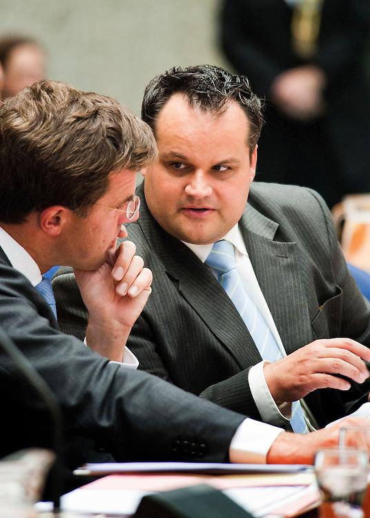 Nederland, Den Haag, 21 sept   2011.Algemene Politieke Beschouwingen in de tweede kamer..Premier Rutte en minister de Jager in een onderonsje.Foto (c): Michiel Wijnbergh