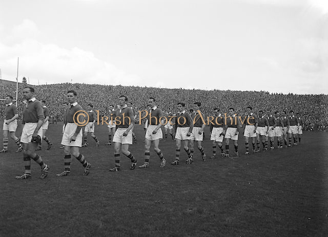 The Meath team line out onto the pitch before the beginning of the Kerry v Meath All Ireland Senior Gaelic Football Final, 26th September 1954. Meath 1-13 Kerry 1-7.