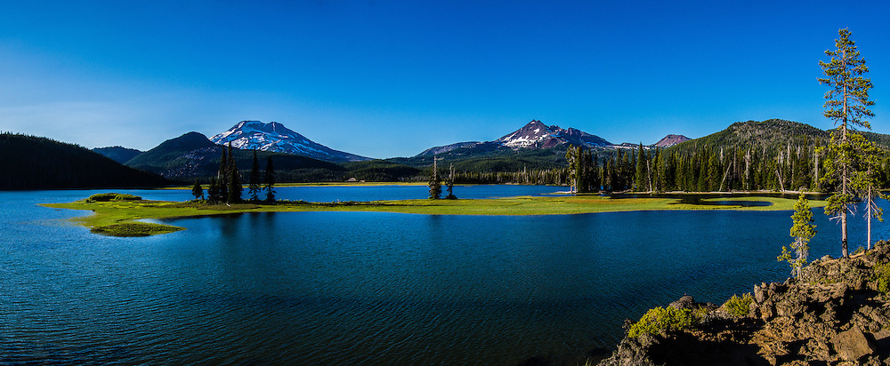 Panorama of Sparks Lake, South Sister on left, Broken Top on right, Cascade Lakes Scenic Byway, Deschutes National Forest, Cascade Mountains, Oregon