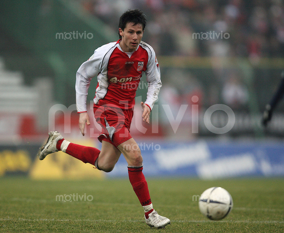 Erfurt , 100207 , Fussball Regionalliga Nord FC Rot Weiss Erfurt - LR Ahlen  Silvio PAETZ (Erfurt) am Ball
