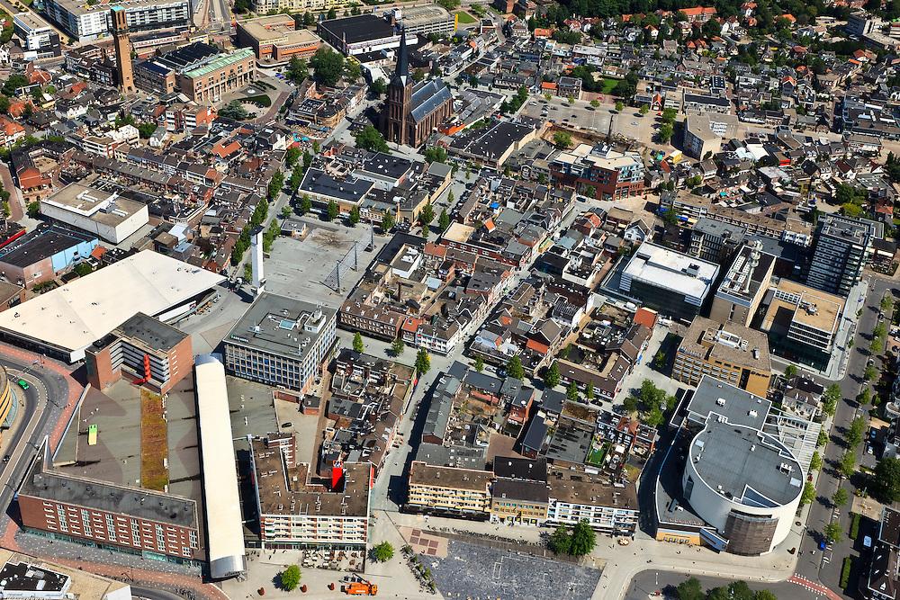Nederland, Overijssel, Hengelo, 30-06-2011; Centrum van Hengelo met karakteristieke wederopbouw architectuur (het centrum is door bombardementen in 1944 zo goed als vernietigd). Naast het station De Brink en de Schouwburg (het ronde gebouw). De witte overkapping loopt naar de Markt (met Brinktoren). In de achtergrond het nieuwe stadhuis, met toren, naast Sint-Lambertusbasiliek..Center of Hengelo with characteristic post-war architecture (the city centre was almost entirely destroyed during bombing raids in 1944). Next to the station to the Brink with Theater (the round building). The white canopy leads to market square (with Brink Tower)..luchtfoto (toeslag), aerial photo (additional fee required).copyright foto/photo Siebe Swart