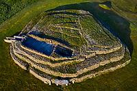 France, Morbihan (56), Golfe du Morbihan, Presqu'île de Rhuys, Arzon, le cairn du Petit Mont (vue aérienne) // France, Morbihan (56), Gulf of Morbihan, peninsula Rhuys, Arzon, the Cairn du Petit Mount (aerial view)