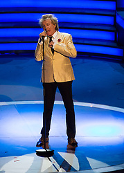 © Licensed to London News Pictures. 07/11/2015.  Royal Albert Hall, London, UK.  Singer Rod Stewart performs at the annual Festival of Remembrance.  Photo credit : Alison Baskerville/LNP
