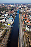 Nederland, Noord-Brabant, Den Bosch, 07-03-2010; Zuid-Willemsvaart, richting centrum van Den Bosch. Het kanaal zal vanaf deze lokatie omgelegd gaan worden, zodat de beroepsvaart niet langer door de binnenstad van den Bosch hoeft te varen..South Willemsvaart, towards the center of Den Bosch. The channel will be diverted from this location, so that commercial shipping through the city no longer will take place..luchtfoto (toeslag), aerial photo (additional fee required).foto/photo Siebe Swart