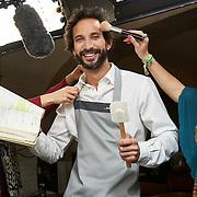 """Lisboa, 12/05/2015 - O chef José Avillez durante as gravações do seu programa de televisão """"Combinações Improváveis""""<br /> (Paulo Alexandrino / Global Imagens)"""