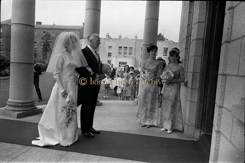 05/07/1967<br /> 07/05/1967<br /> 05 July 1967<br /> Wedding of George Walsh, eldest son of Mr and Ms Kevin G. Walsh, St. Rita's, Firhouse Road, Templeogue, Co. Dublin and Miss Arlene McMahon, elder daughter of Det. Chief Supt. Philip McMahon, Head of Special Branch, Dublin Castle and Mrs McMahon of Lisieux, Templeville Park, Templeogue, Co. Dublin who were married at the Carmelite Church, Terenure College, Dublin. An Taoiseach Mr Jack Lynch and Mrs Lynch; Mr Liam Cosgrave, leader Fine Gael and Mrs Cosgrave were among the 120 guests. Rev Fr H.E. Wright, O. Carm., Moate, officiated at the ceremony. The reception was held at Downshire Hotel, Blessington, Co. Wicklow. Bride and her father Mr. McMahon about to enter the church watched by the bridesmaids.