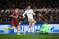 November 27, 2018 - Rome, Italy - AS Roma Swedish goalkeeper Robin Olsen (R) dives to save a ball under pressure from Real Madrid's Welsh forward Gareth Bale (C) during the Champions league football match between AS Roma  and Real Madrid at Olimpico stadium in Rome, Italy, on November 27, 2018. (Credit Image: © Federica Roselli/NurPhoto via ZUMA Press)